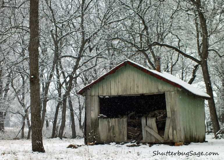 Old Barn in Snow SS