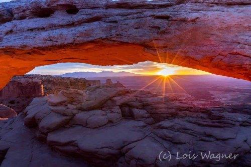 sunrise-mesa-arch