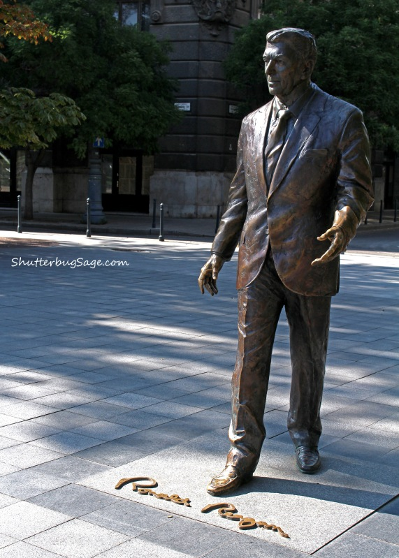Ronald Regan Statue_edited-1